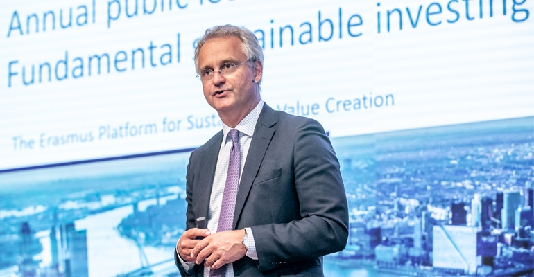 Corporates discuss fundamental sustainable investing with CEO at public lecture