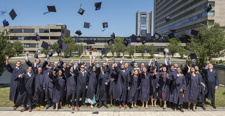 OneMBA graduation: leadership needs smart connections